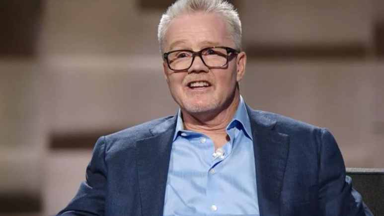 Freddy Roach mixed it up at a Kinkos, one of many great stories on Undeniable with Dan Patrick. Pic credit: AT&T Audience