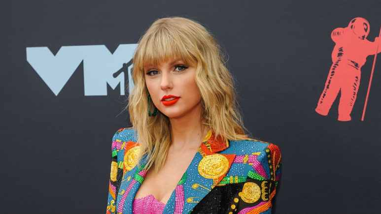 Taylor Swift goes on tour wiht Lover Fest in summer 2020.
