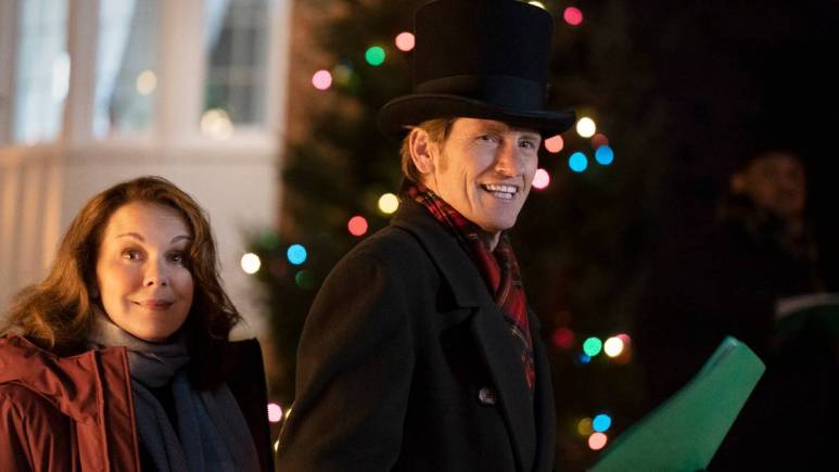 Elizabeth Perkins (Ann) and Denis Leary (Sean Sr.) are the Moody parents who get a houseful at Thanksgiving. Pic credit: FOX.