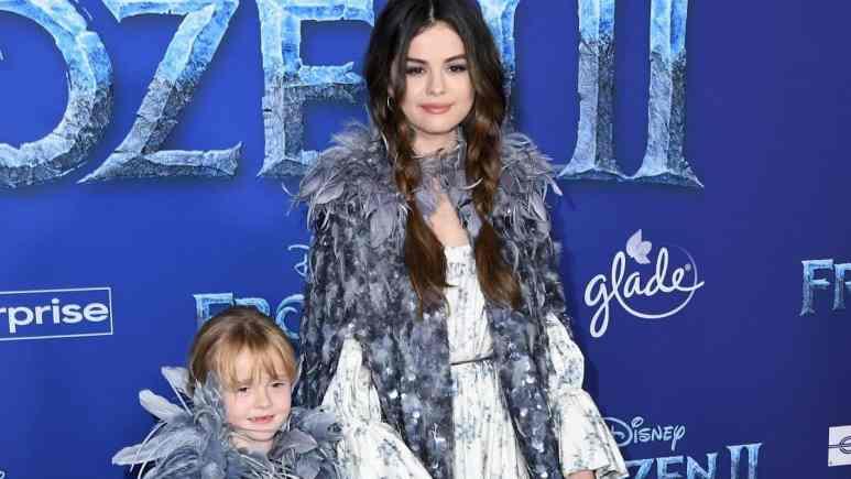 Gracie Teefey and big sister Selena Gomez