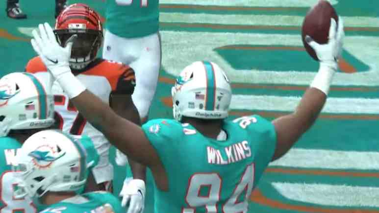 miami dolphins rookie christian wilkins joins refrigerator perry in history books with td catch