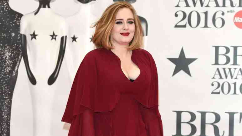 Adele posing on the red carpet