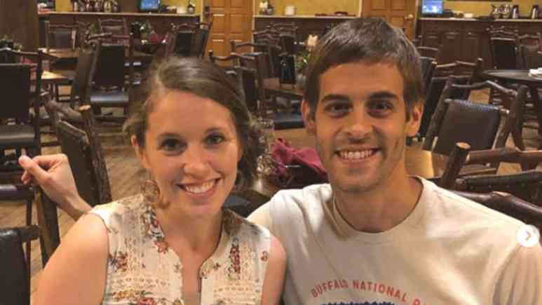 Jill Duggar and Derick Dillard photo together.