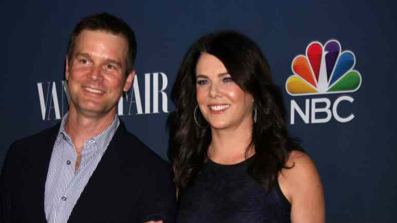 Lauren Graham and Peter Krause attend Golden Globes.