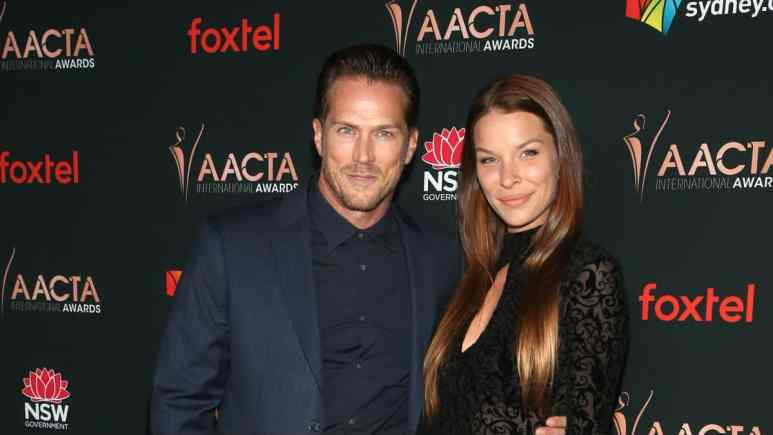 Sex and the City hunk Jason Lewis is engaged.