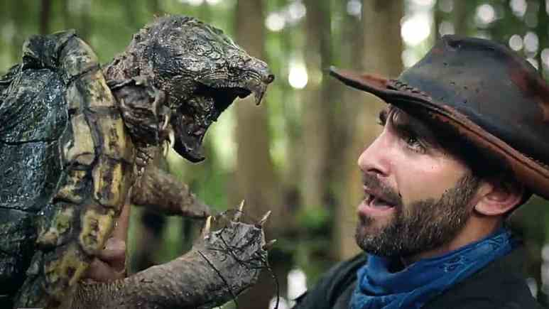 Coyote comes face to face with a smaller alligator snapping turtle that could do real damage to a human. Pic credit: Animal Planet.