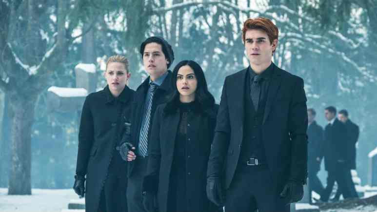 The CW shutdowns production on Riverdale.