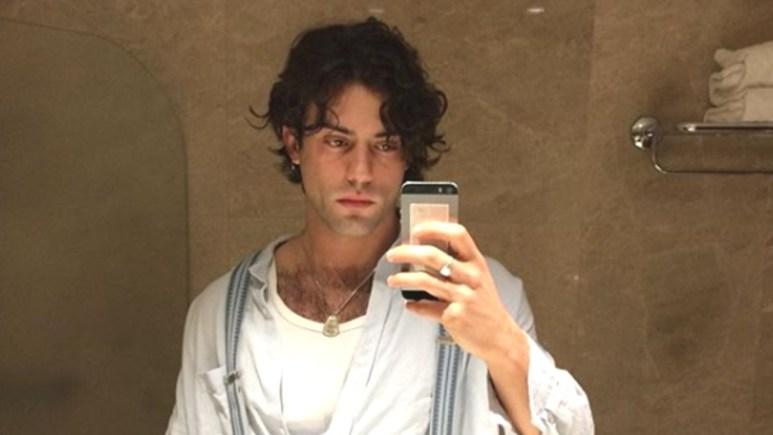 Aaron Altaras takes a selfie