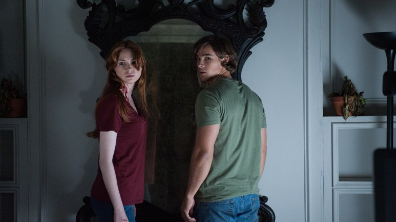 Karen Gillan and Brenton Thwaites in Oculus.