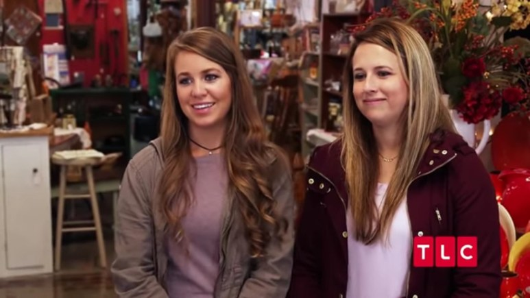 Jana Duggar and Laura DeMasie in a Counting On confessional.