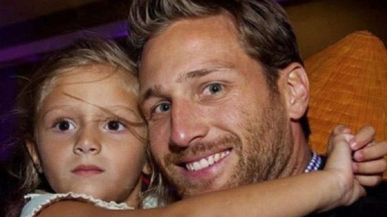 Juan Pablo Galavis smiles holding his daughter