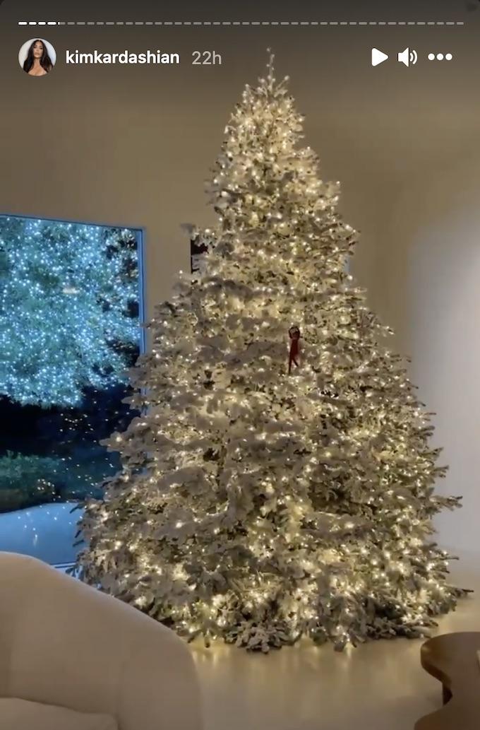 kim k christmas tree on ig story