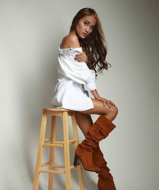 90 Day Fiance: Rose Marie Vega modeling
