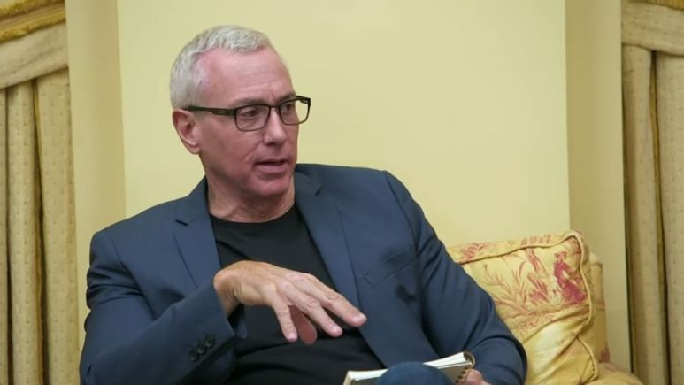 Dr. Drew Pinsky during an episode of Jersey Shore Family Vacation