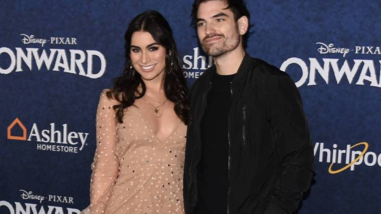 Ashley Iaconetti and Jared Haibon on the red carpet.