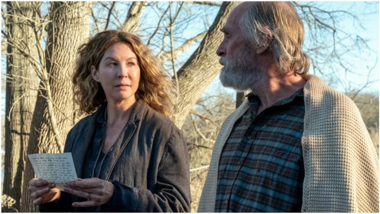Jenna Elfman as June and Keith Carradine as john Dorie Sr., as seen in Episode 13 of AMC's Fear the Walking Dead Season 6