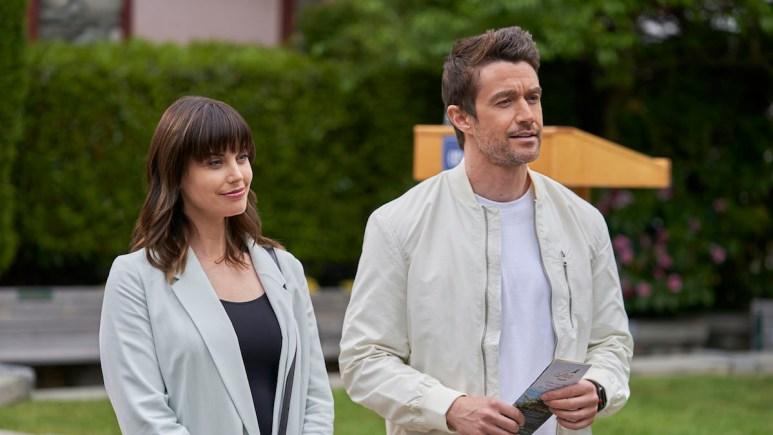 Abby O'Brien (Meghan Ory) and Evan Kincaid (Robert Buckley) on Chesapeake Shores.