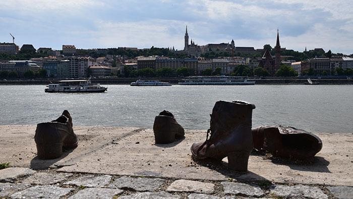 Que-ver-en-Budapest-zapatos