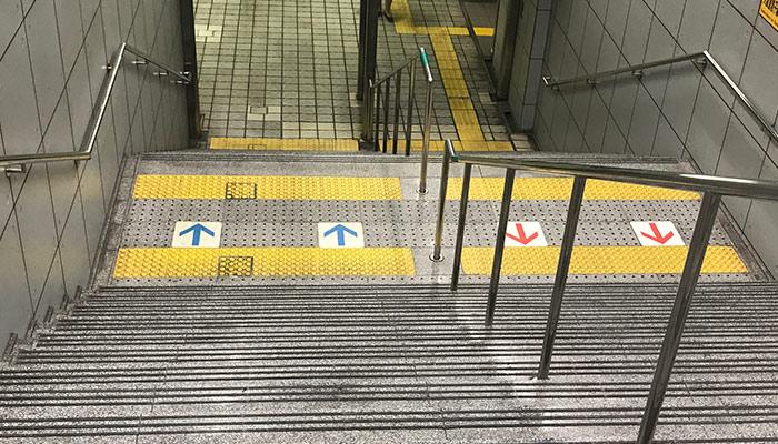 Consejos-para-viajar-Japon-escaleras