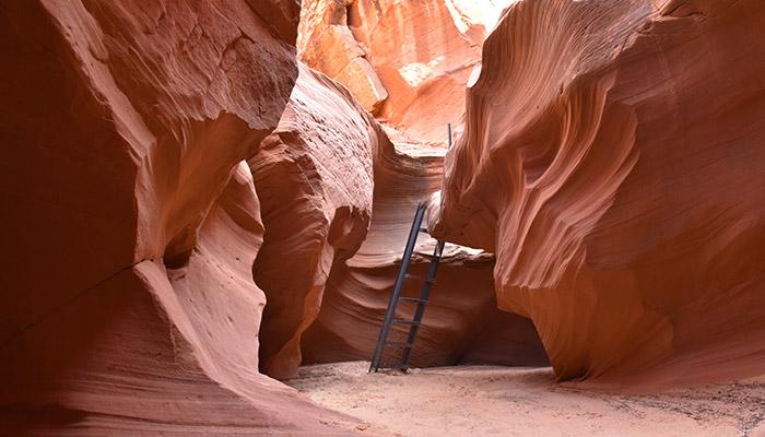 Diferencias-Antelope-Canyon-Waterhole-Canyon-escalera