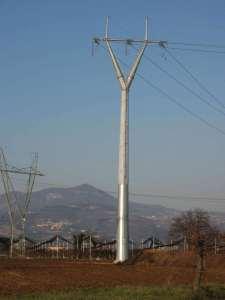 Pali e tralicci per linee elettriche