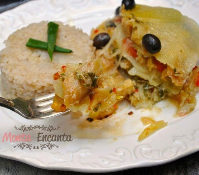 bacalhau-batatas-camadas-azeite-azeitona-portuguesa-pimentao-monta-encanta3