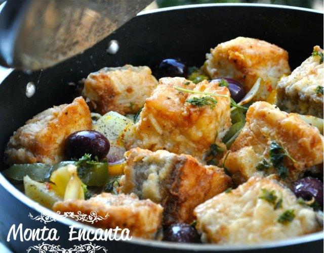 bacalhau-em-posta-batatas-pimentão-monta-encanta33