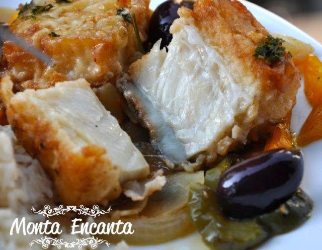 bacalhau-em-posta-batatas-pimentão-monta-encanta59