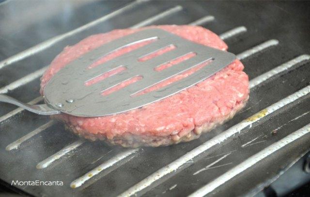 como-preparar-hamburguer-suculento-dicas-grelhar-monta-encanta06
