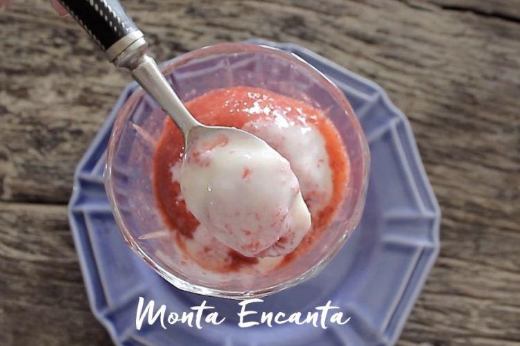 Sorvete de Morango com leite condensado