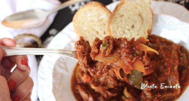Carne Desfiada,com cebola e passata de tomate!