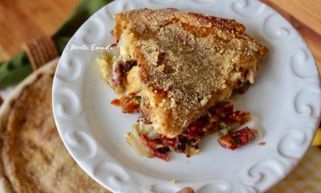 torta de batata com carne seca acebolada