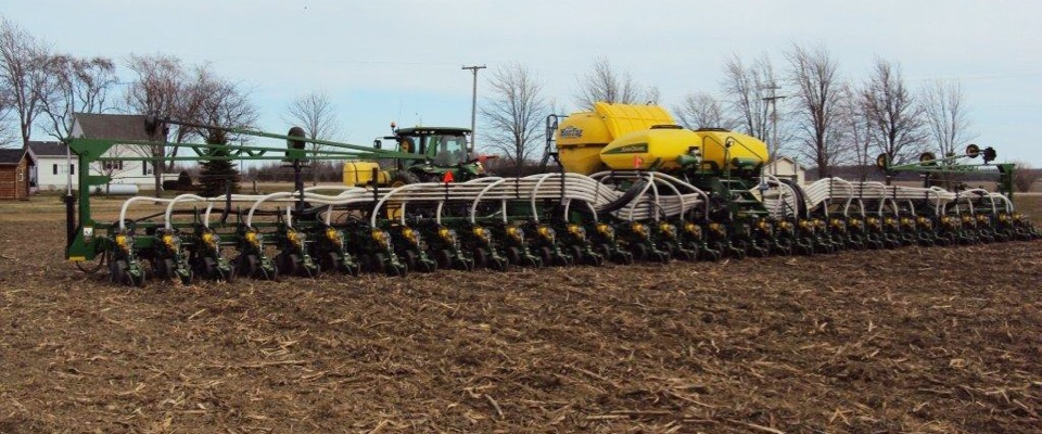 6_Ton_Montag_mounted_on_a_JD_Bauer_Built_planter_2