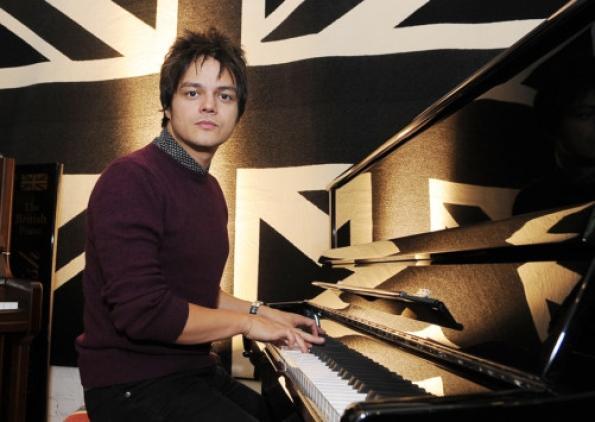 Jamie-Cullum-at-Cavendish-Pianos