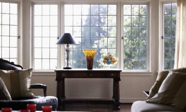 Recomendaciones para decorar tu sala con grandes ventanales