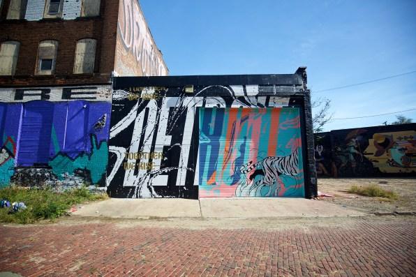 jeremiah-britton_muralsinthemarket_1xrun_finished-walls 22