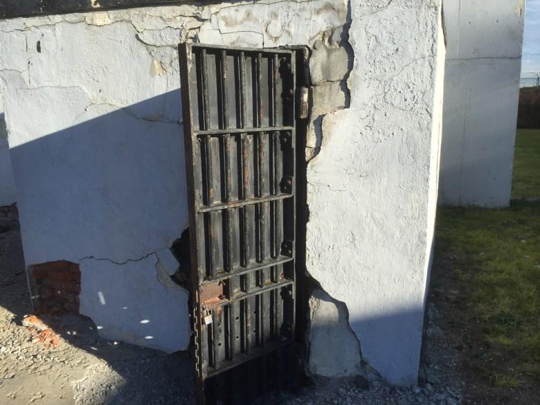 Hole Door