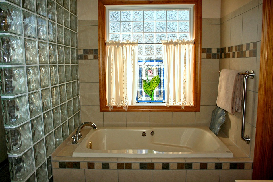 Bathtub in the bathroom