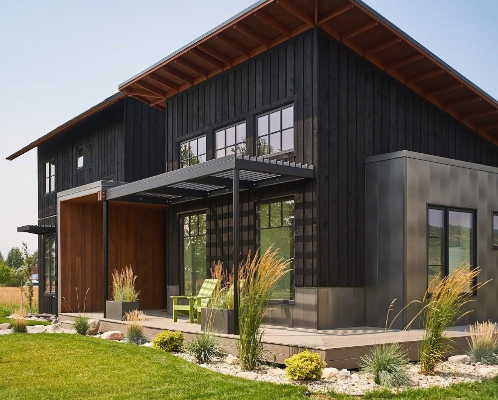Modern Farmhouse in AquaFir™ Black on Modern Siding  id=28488