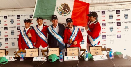 Team Mexico con bandera
