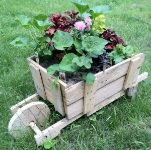 20-Easy-Reclaimed-Wood-DIY-Garden-Projects-0