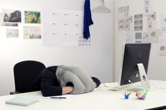 Oreiller autruche, idéal pour la micro sieste !