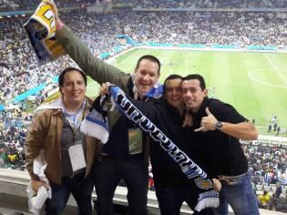 Con más uruguayos, antes de emocionarse con los goles de Suárez a Inglaterra