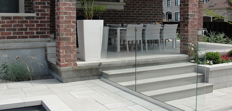 montreal outdoor living glass railing