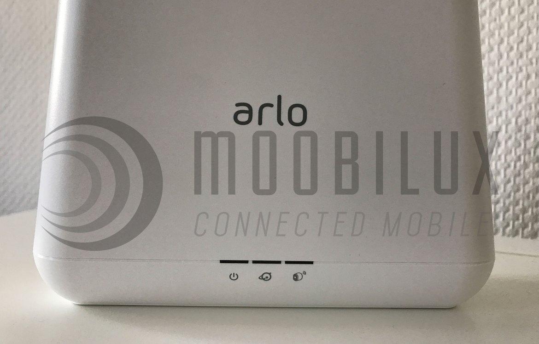 Die Basis der Arlo Pro verfügt vorne über drei Status-LEDs (Bild: moobilux.com)
