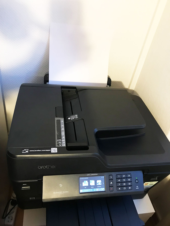 Mithilfe des Einzugsscanners lassen sich auch beidseitig bedruckte Seiten bis DIN A3 scannen. (Bild: moobilux.com / TC)