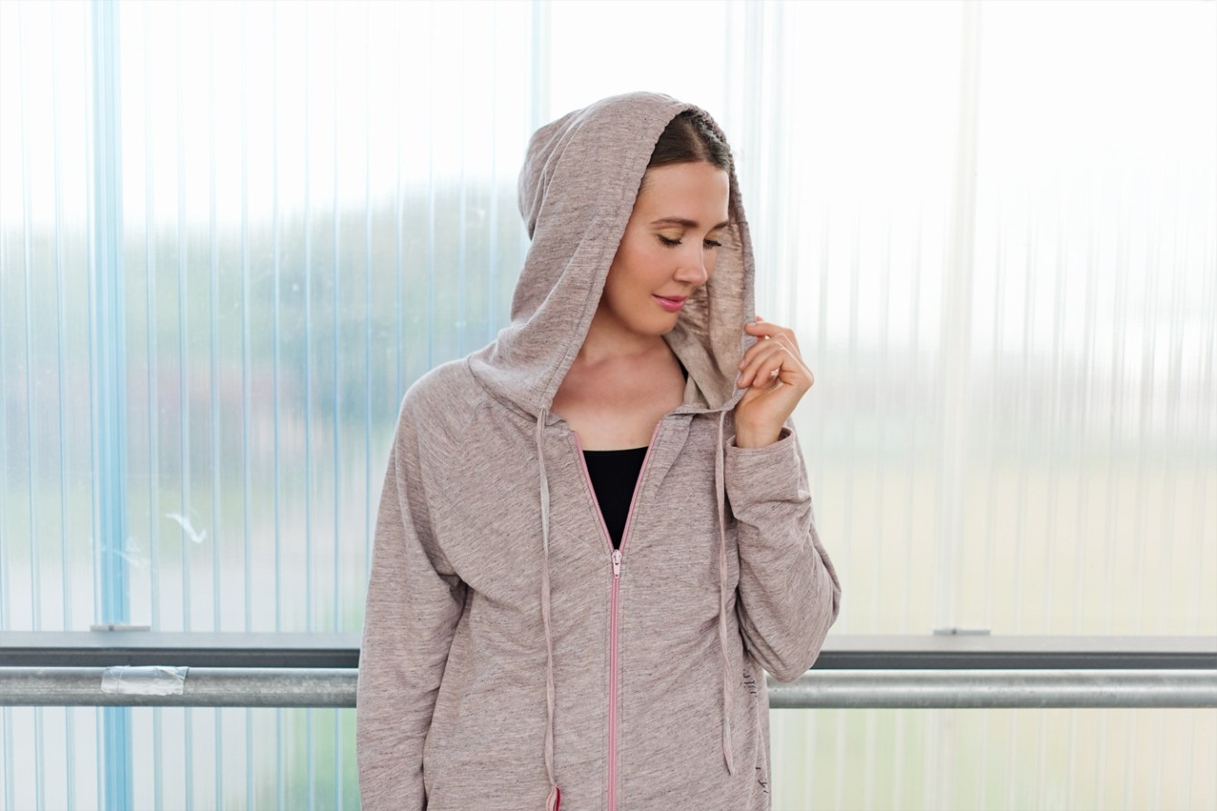 yoga-outfit-Sweatjacke-Yogasearcher-fitnesslook