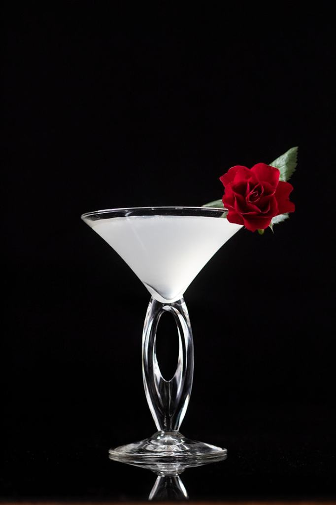 white-winter-cosmopolitan-cocktail-for-valentines-days