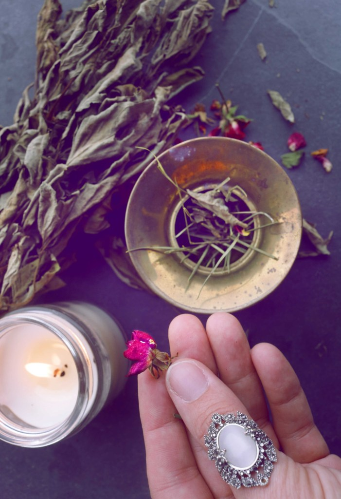 7 Witchy DIY incense recipes for any spell.