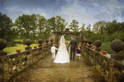 bruidspaar kinderen familie achterkant van achteren trouwfoto trouwreportage
